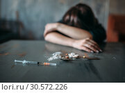 Female junkie hand hand reaching for the dose. Стоковое фото, фотограф Tryapitsyn Sergiy / Фотобанк Лори