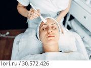 Beautician makes rejuvenation procedure to patient. Стоковое фото, фотограф Tryapitsyn Sergiy / Фотобанк Лори