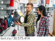 Couple choosing vacuum cleaner in supermarket. Стоковое фото, фотограф Tryapitsyn Sergiy / Фотобанк Лори
