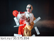 Купить «Bloody clown with crazy eyes holds fan of money», фото № 30575894, снято 7 декабря 2018 г. (c) Tryapitsyn Sergiy / Фотобанк Лори