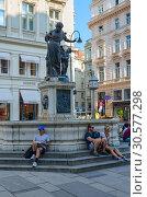 Фонтан Йозефа, или Иосифа Обручника, на улице Грабен, Вена, Австрия (2018 год). Редакционное фото, фотограф Ольга Коцюба / Фотобанк Лори