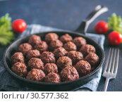 Homemade beef meatballs in cast-iron skillet. Стоковое фото, фотограф Ольга Сергеева / Фотобанк Лори
