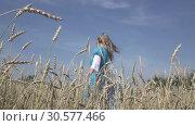Купить «Happy young slender woman with a long fair hair in a blue dress rotates in the field of ripe wheat in summer sunny day.Slow motion», видеоролик № 30577466, снято 10 апреля 2009 г. (c) Куликов Константин / Фотобанк Лори