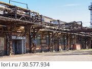Купить «Старый заводской цех. Ижорский завод, Колпино», фото № 30577934, снято 6 мая 2018 г. (c) Юлия Бабкина / Фотобанк Лори