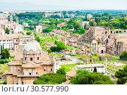 Купить «Красивый вид на Римский Форум с высоты птичьего полета в весенний день. Рим. Италия», фото № 30577990, снято 28 апреля 2018 г. (c) E. O. / Фотобанк Лори