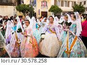 Procession in national dressed during Falles (2019 год). Редакционное фото, фотограф Яков Филимонов / Фотобанк Лори