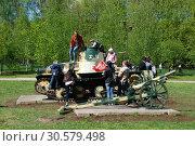Купить «Трофейная японская бронетехника и артиллерия на открытой площадке. Парк Победы на Поклонной горе. Город Москва», эксклюзивное фото № 30579498, снято 9 мая 2010 г. (c) lana1501 / Фотобанк Лори