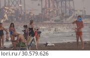 Купить «Crowded beach in Valencia, Spain», видеоролик № 30579626, снято 5 июля 2018 г. (c) Данил Руденко / Фотобанк Лори