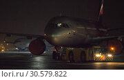 Купить «Towing Aeroflot aircraft at night», видеоролик № 30579822, снято 29 ноября 2017 г. (c) Данил Руденко / Фотобанк Лори