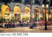 Купить «Night illumination of Royal square in Barcelona», фото № 30580194, снято 18 июля 2016 г. (c) Яков Филимонов / Фотобанк Лори