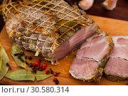 Купить «Roasted large piece of pork», фото № 30580314, снято 18 июля 2019 г. (c) Яков Филимонов / Фотобанк Лори