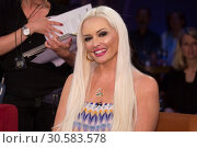 Купить «German NDR TV Talkshow NDR Talk Show at NDR-Studio Featuring: Daniela Katzenberger Where: Hamburg, Germany When: 16 Jun 2017 Credit: Schultz-Coulon/WENN.com», фото № 30583578, снято 16 июня 2017 г. (c) age Fotostock / Фотобанк Лори