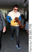 Купить «Orlando Bloom arrives at Los Angeles International (LAX) Airport with ex-girlfriend Katy Perry's pet pooch, Nugget. Featuring: Orlando Bloom Where: Los...», фото № 30585770, снято 15 июня 2017 г. (c) age Fotostock / Фотобанк Лори