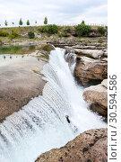Водопад Ниагара на реке Циевна (Cijevna), Черногория (2016 год). Стоковое фото, фотограф Кекяляйнен Андрей / Фотобанк Лори