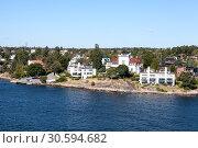Купить «Небольшие шведские общины на береговой линии Стокгольмского архипелага в Балтийском море, Швеция, Скандинавия», фото № 30594682, снято 2 июля 2018 г. (c) Кекяляйнен Андрей / Фотобанк Лори