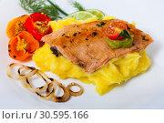 Купить «Deliciously fried trout fillet with mashed potatoes, peppers and greens», фото № 30595166, снято 19 апреля 2019 г. (c) Яков Филимонов / Фотобанк Лори