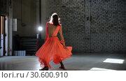 Купить «Young woman ballerina gracefully dancing in the pointe shoes», видеоролик № 30600910, снято 27 мая 2020 г. (c) Константин Шишкин / Фотобанк Лори