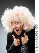 Купить «Young man wearing afro wig», фото № 30602150, снято 15 июня 2014 г. (c) Elnur / Фотобанк Лори