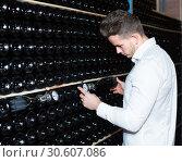 Купить «worker controlling fermentation», фото № 30607086, снято 10 ноября 2016 г. (c) Яков Филимонов / Фотобанк Лори