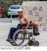Купить «Инвалидная колляска с нищей женщиной-инвалидом и собакой», фото № 30607686, снято 6 июля 2010 г. (c) Игорь Боголюбов / Фотобанк Лори