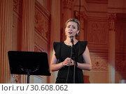 Купить «Певица Ксения Гирина на сцене ДК Балашиха», эксклюзивное фото № 30608062, снято 18 апреля 2019 г. (c) Дмитрий Неумоин / Фотобанк Лори