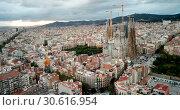 Купить «Aerial view of cityscape of Barcelona, Eixample district and Sagrada Familia», видеоролик № 30616954, снято 16 ноября 2018 г. (c) Яков Филимонов / Фотобанк Лори