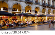 Купить «Evening view of Placa Reial with restaurants in summer. Barcelona, Spain», видеоролик № 30617074, снято 21 августа 2018 г. (c) Яков Филимонов / Фотобанк Лори