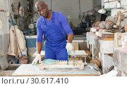 Купить «Man working in glass workshop», фото № 30617410, снято 16 мая 2018 г. (c) Яков Филимонов / Фотобанк Лори