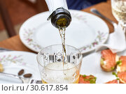 Pouring champagne into the glass from the bottle, close-up. Стоковое фото, фотограф Андрей Зарин / Фотобанк Лори
