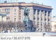 Купить «Памятник В.И. Ленину у Финляндского вокзала. Санкт-Петербург», фото № 30617970, снято 18 апреля 2019 г. (c) Сергей Афанасьев / Фотобанк Лори