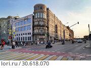 Купить «Москва, улица Большая Дмитровка, дом 23, строение 1», эксклюзивное фото № 30618070, снято 8 сентября 2018 г. (c) Dmitry29 / Фотобанк Лори