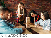 Friends plays table game, selective focus on tower. Стоковое фото, фотограф Tryapitsyn Sergiy / Фотобанк Лори
