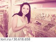 Купить «Happy girl in the store picks up candy in the bag», фото № 30618658, снято 25 апреля 2017 г. (c) Яков Филимонов / Фотобанк Лори