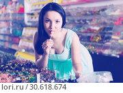 Smiling girl suck sweet candy at shop. Стоковое фото, фотограф Яков Филимонов / Фотобанк Лори