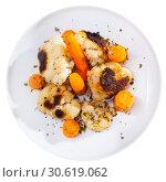 Купить «Cauliflower and carrots on the plate», фото № 30619062, снято 16 июня 2019 г. (c) Яков Филимонов / Фотобанк Лори