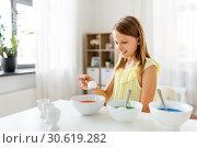Купить «girl coloring easter eggs by liquid dye at home», фото № 30619282, снято 25 июля 2018 г. (c) Syda Productions / Фотобанк Лори