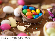 Купить «chocolate egg and candy drops on wooden table», фото № 30619750, снято 15 марта 2018 г. (c) Syda Productions / Фотобанк Лори
