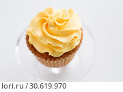 Купить «cupcake with frosting on confectionery stand», фото № 30619970, снято 6 июля 2018 г. (c) Syda Productions / Фотобанк Лори