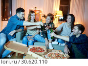Купить «happy friends with drinks and pizza party at home», фото № 30620110, снято 22 декабря 2018 г. (c) Syda Productions / Фотобанк Лори