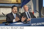 Купить «New York Mayor Bill de Blasio, right, and Richard A. Carranza, Dept. of Education Schools Chancellor at a press conference in the Blue Room in New York...», фото № 30621422, снято 17 января 2019 г. (c) age Fotostock / Фотобанк Лори