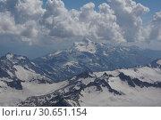 Вид на горы с Эльбруса (2016 год). Редакционное фото, фотограф Дмитрий Кондратьев / Фотобанк Лори