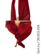 Купить «Nude blonde posing gracefully with a cloth», фото № 30653034, снято 17 апреля 2019 г. (c) Гурьянов Андрей / Фотобанк Лори