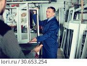 Adult labour demonstrating PVC profiles. Стоковое фото, фотограф Яков Филимонов / Фотобанк Лори