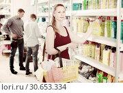 Купить «Woman choosing detergent at supermarket», фото № 30653334, снято 13 апреля 2017 г. (c) Яков Филимонов / Фотобанк Лори
