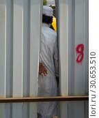 Купить «Rear view of person seen through the gap between corrugated iron, Mumbai, Maharashtra, India», фото № 30653510, снято 6 июля 2020 г. (c) Ingram Publishing / Фотобанк Лори
