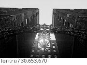 Купить «Upward view of lighting fixture and metal archway between apartment buildings, Midtown Manhattan, New York City, New York State, USA», фото № 30653670, снято 24 апреля 2016 г. (c) Ingram Publishing / Фотобанк Лори