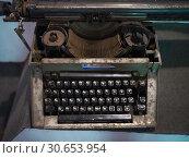 Купить «Old typewriter in a museum, DHR Ghum Museum, Darjeeling Himalayan Railway, Darjeeling, West Bengal, India», фото № 30653954, снято 23 мая 2019 г. (c) Ingram Publishing / Фотобанк Лори