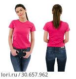 Brunette woman wearing blank pink shirt. Стоковое фото, фотограф sumners / easy Fotostock / Фотобанк Лори