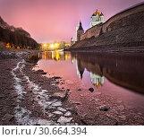 Купить «Розовые сны View of the Pskov Kremlin and a pink sunset sky», фото № 30664394, снято 1 января 2014 г. (c) Baturina Yuliya / Фотобанк Лори