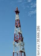 Relay mast on the background of a uniform blue sky. Стоковое фото, фотограф Сергей Журавлев / Фотобанк Лори